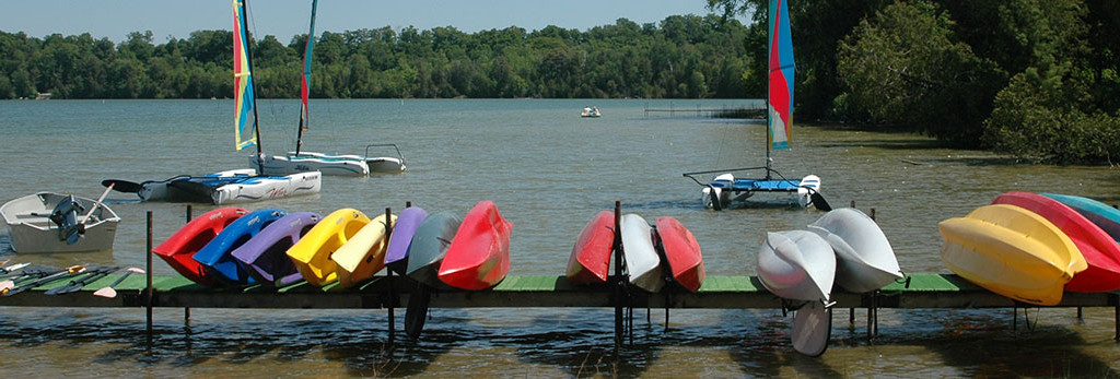 Boats and Kayaks anchored on the lake